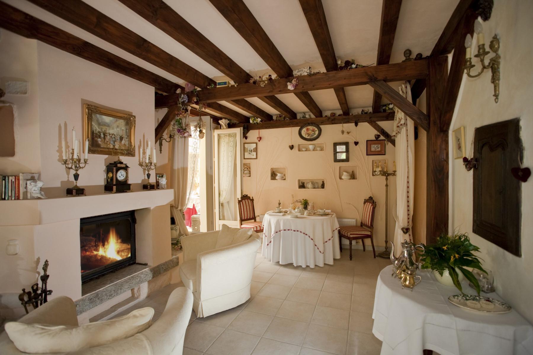 Demeure-de-la-Vendemiere-decor-1-bis-petit-dejeuner-table-dhotes-ant.-2014